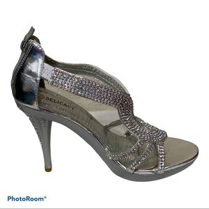 Delicacy Jeweled Formal Heeled Shoes Size 7.5